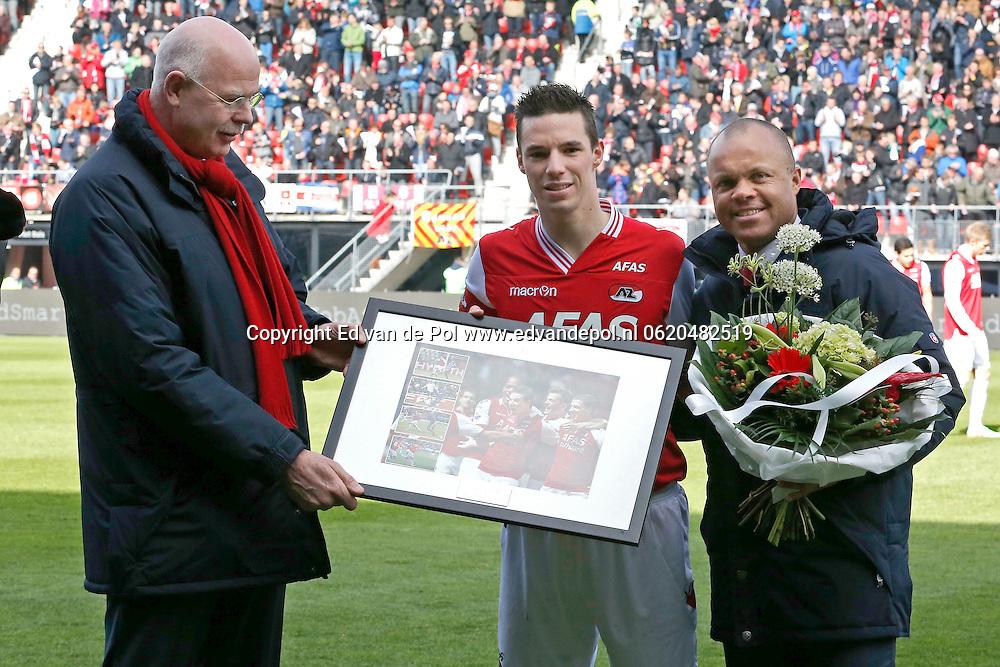ALKMAAR - 23-03-2014, voetbal, eredivisie, AZ - PEC Zwolle, AFAS Stadion, 2-1, AZ speler Nick Viergever (m) heeft 150 wedstrijden voor AZ gespeeld, Toon Gerbrands (l), Earnest Stewart (r).