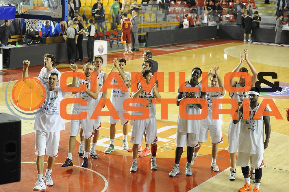 DESCRIZIONE : Roma Lega Basket A 2011-12  Acea Virtus Roma Banca Tercas Teramo<br /> GIOCATORE : team<br /> CATEGORIA : esultanza<br /> SQUADRA : Banca Tercas Teramo<br /> EVENTO : Campionato Lega A 2011-2012 <br /> GARA :Acea Virtus Roma  Banca Tercas Teramo<br /> DATA : 16/04/2012<br /> SPORT : Pallacanestro  <br /> AUTORE : Agenzia Ciamillo-Castoria/GiulioCiamillo<br /> Galleria : Lega Basket A 2011-2012  <br /> Fotonotizia : Roma Lega Basket A 2011-12 Acea Virtus Roma Banca Tercas Teramo<br /> Predefinita :