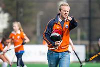 BLOEMENDAAL - hockey - Competitie Landelijk meisjes : Bloemendaal MB1-Den Bosch MB1 (1-1). coach Ewout Pahud de Mortanges. COPYRIGHT KOEN SUYK