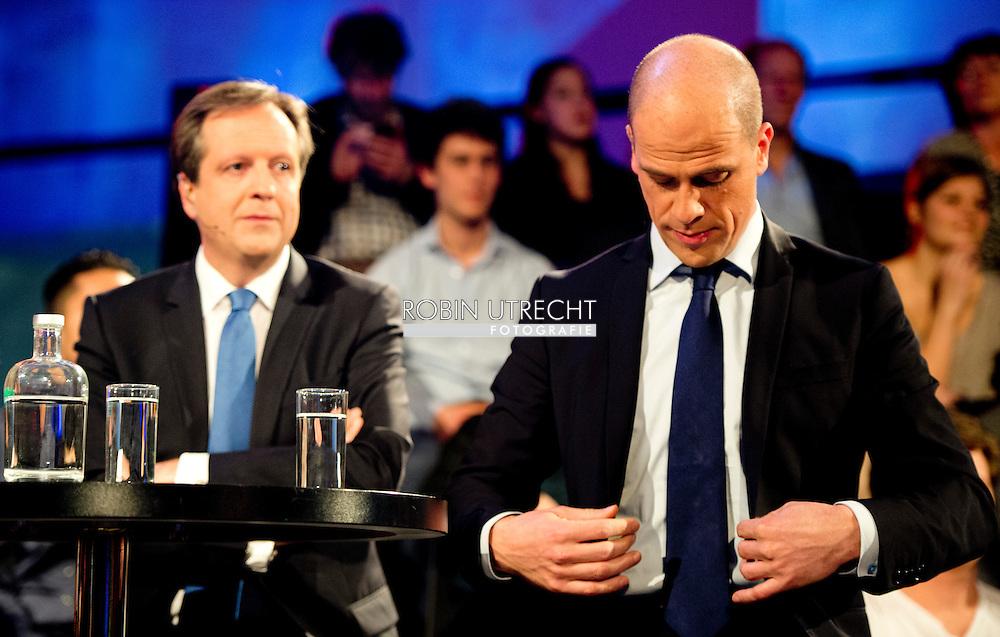 DEN HAAG - In debat Diederik Samsom met Geert Wilders, Halbe Zijlstra , Emiel Roemer , Sybrand Buma en Alexander Pechtold . tijdens het verkiezingen debat in het atrium/ stadhuis van  Den Haag . COPYRIGHT ROBIN UTRECHT
