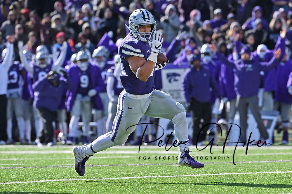 MANHATTAN, KS - NOVEMBER 10:  Running back Alex Barnes #34 of the Kansas State Wildcats rushes for a touchdown during the second half against the Kansas Jayhawks on November 10, 2018 at Bill Snyder Family Stadium in Manhattan, Kansas.  (Photo by Peter G. Aiken/Getty Images) *** Local Caption *** Alex Barnes
