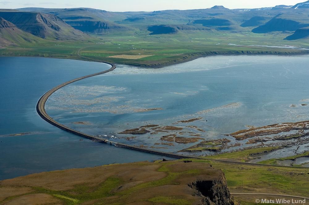 Gilsfjarðarbrú séð til suðurs, Dalabyggð áður Saurbæjarhreppur í baksýni / Gilsfjordur bridge, viewing south,  Dalabyggd former Saurbaejarhreppur in background