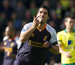 29-09-2012 VOETBAL: NORWICH CITY - FC LIVERPOOL: NORWICH<br /> Luis Alberto Suarez Diaz celebrates scoring the first goal against Norwich City during the English Premier League 06th round match between Norwich City FC and Liverpool FC at Carrow Road, Norwich<br /> ***NETHERLANDS ONLY***<br /> ©2012-FotoHoogendoorn.nl-David Rawcliff