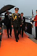 Prins Willem-Alexander woont de musical Soldaat van Oranje bij over de Nederlandse verzetsstrijder Erik Hazelhoff Roelfzema samen met militairen die gewond zijn geraakt tijdens hun inzet.<br /> <br /> Op de foto:  Prins Willem-Alexander