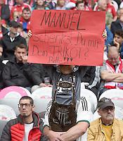 FUSSBALL  1. BUNDESLIGA  SAISON 2014/2015  34. SPIELTAG  FC Bayern Muenchen -  1. FSV Mainz 05             23.05.2015 Ein kleiner Fan vom FC Bayern wuenscht sich das Trikot von Manuel Neuer