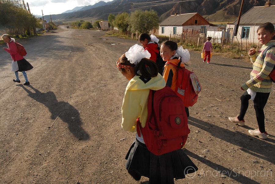 Telek village. Schoolgirls