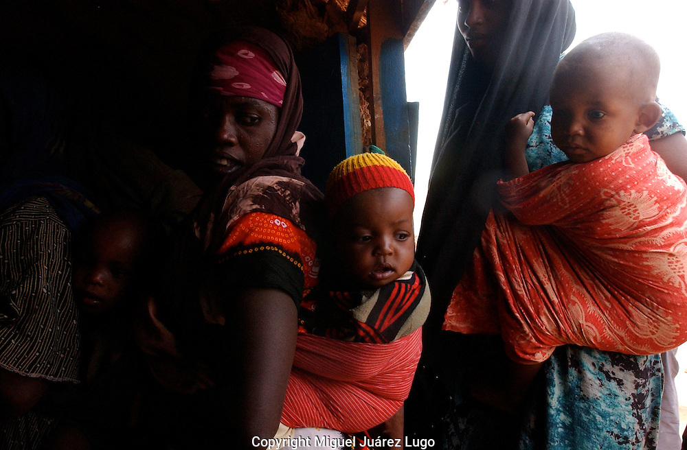 El Barde, Somalia.  Women and their babies,  wait to see a doctor in a health clinic run by the World Food Programme in El Barde, Somalia, near with the ethiopian border. The region has being suffering a severe drought for years.  (PHOTO: MIGUEL JUAREZ LUGO)