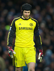 15.02.2014, Etihad Stadion, Manchester, ESP, FA Cup, Manchester City vs FC Chelsea, Achtelfinale, im Bild Chelsea's goalkeeper Petr Cech looks dejected as Manchester City score the opening goal // during the English FA Cup Round of last 16 Match between Manchester City and FC Chelsea at the Etihad Stadion in Manchester, Great Britain on 2014/02/15. EXPA Pictures © 2014, PhotoCredit: EXPA/ Propagandaphoto/ David Rawcliffe<br /> <br /> *****ATTENTION - OUT of ENG, GBR*****
