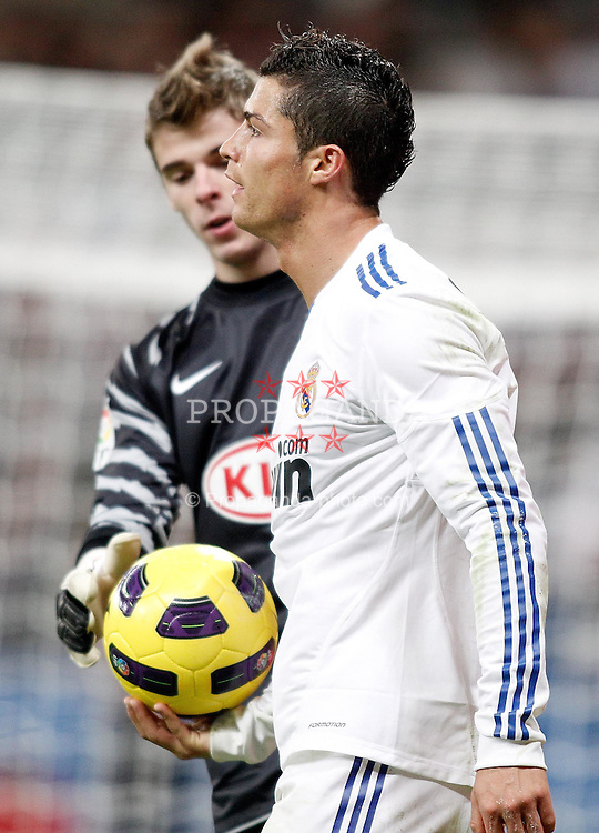 07.11.2010, Estadio Santiago Bernabeu, Madrid, ESP, Primera Division, Real Madrid vs Atletico Madrid, im Bild Real Madrid's Cristiano Ronaldo and Atletico de Madrid's David De Gea. EXPA Pictures © 2010, PhotoCredit: EXPA/ Alterphotos/ Alvaro Hernandez +++++ ATTENTION - OUT OF SPAIN / ESP +++++
