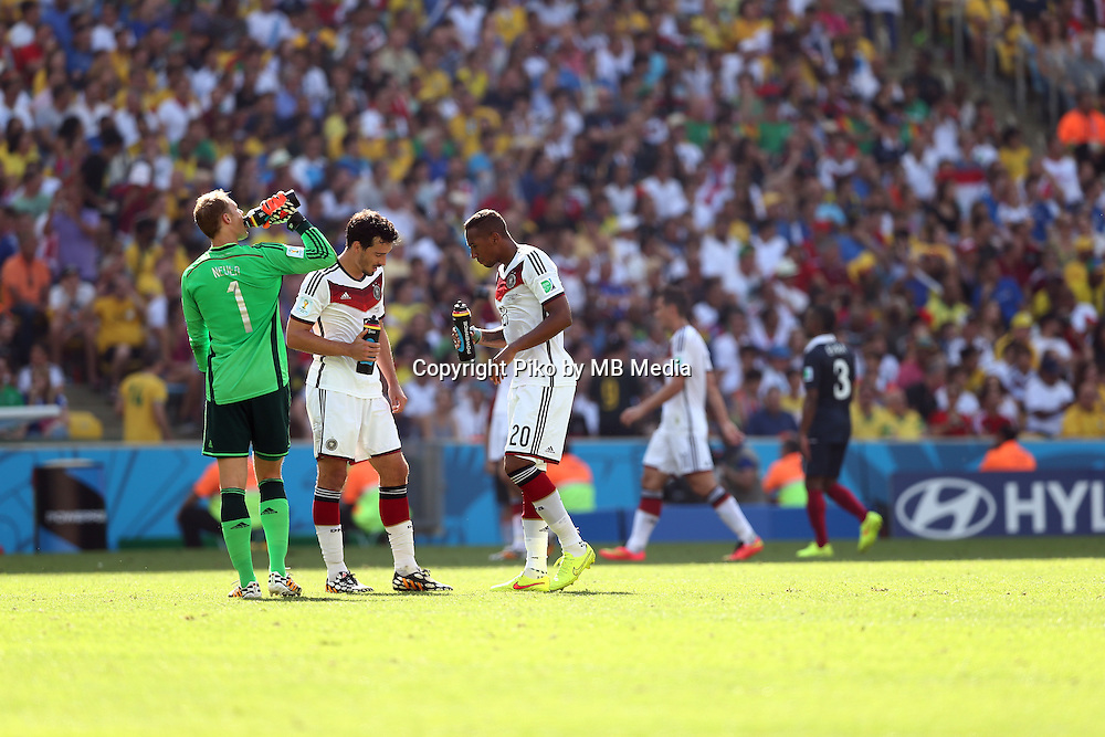 Fifa Soccer World Cup - Brazil 2014 - <br /> FRANCE (FRA) Vs. GERMANY (GER) - Quarter-finals - Estadio do MaracanaRio De Janeiro -- Brazil (BRA) - 04 July 2014 <br /> Here German players refreshing during the match<br /> From L to R = GK Manuel NEUER -  Mats HUMMELS  - Jerome BOATENG<br /> &copy; PikoPress