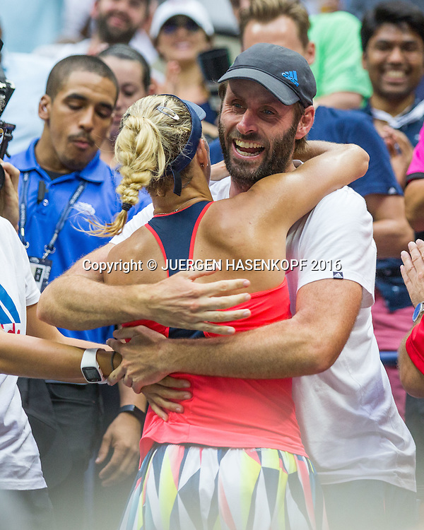 Siegerin  ANGELIQUE KERBER umarmt ihren Trainer Torben Beltz in der Spielerloge,Jubel,Freude,Emotion, Siegerehrung, Praesentation<br /> <br /> Tennis - US Open 2016 - Grand Slam ITF / ATP / WTA -  USTA Billie Jean King National Tennis Center - New York - New York - USA  - 10 September 2016.
