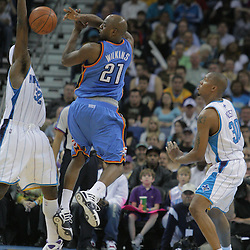 07 March 2009: Oklahoma City Thunder guard Damien Wilkins (21) passes away from New Orleans Hornets defenders Julian Wright (32) and David West (30) during a 108-90 win by the New Orleans Hornets over the Oklahoma City Thunder at the New Orleans Arena in New Orleans, Louisiana.