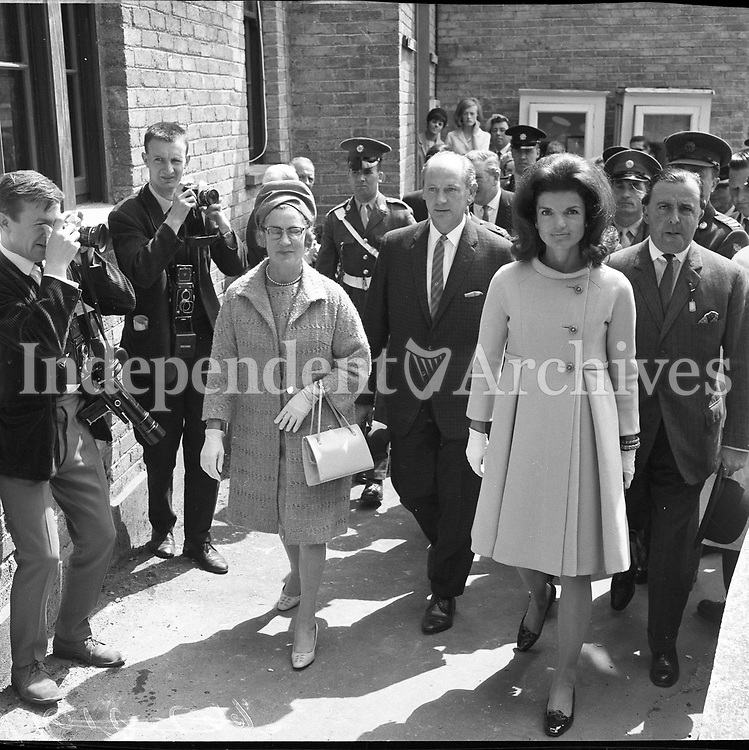 Jackie Kennedy with her children Caroline and John jnr arriving Sahnnon airport on June 15, 1967. (Part of the Independent Newspapers Ireland/NLI Collection)