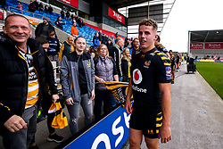 Billy Searle of Wasps thanks the fans at Full Time - Mandatory by-line: Robbie Stephenson/JMP - 05/10/2019 - RUGBY - AJ Bell Stadium - Manchester, England - Sale Sharks v Wasps - Premiership Rugby Cup