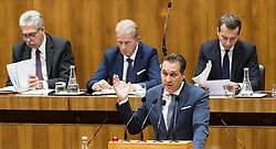 13.10.2016, Parlament, Wien, AUT, Parlament, Nationalratssitzung, Sitzung des Nationalrates mit Generaldebatte über das Bundesfinanzgesetz 2017, im Bild Klubobmann FPÖ Heinz-Christian Strache vor Bundesminister für Finanzen Hans Jörg Schelling (ÖVP), Vizekanzler und Minister für Wirtschaft und Wissenschaft Reinhold Mitterlehner (ÖVP) und Bundeskanzler Christian Kern (SPÖ) // Leader of the parliamentary group FPOe Heinz Christian Strache in front of Austrian Minister of Finance Hans Joerg Schelling, Vice Chancellor of Austria and Minister of Science and Economy Reinhold Mitterlehner and Federal Chancellor of Austria Christian Kern during meeting of the National Council of austria according to government budget 2017 at austrian parliament in Vienna, Austria on 2016/10/13, EXPA Pictures © 2016, PhotoCredit: EXPA/ Michael Gruber