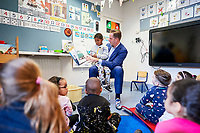 Rotterdam, 23 januari 2019 -<br /> Minister Hugo de Jonge van Volksgezondheid, Welzijn en Sport op de Basisschool de Akker waar hij kinderen voorleest tijdens het Nationaal Voorleesontbijt.<br /> Foto: Phil Nijhuis
