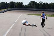 Vlak na de start is Jan Bos gevallen met de tweede body van de VeloX2. Ook de starter Manouk is gevallen. Het Human Power Team Delft en Amsterdam, bestaande uit studenten van de TU Delft en de VU Amsterdam, trainen op de RDW baan in Lelystad voor de laatste keer voor de recordpoging. In september wil het team met Jan Bos en Sebastiaan Bowier het snelheidsrecord op de fiets te verbreken. Dat record staat nu op 133 km/h.<br /> <br /> Jan Bos crashes with the new body of the VeloX2 at the start. Starter Manouk has fallen too. Human Power Team Delft and Amsterdam are having the last training for the record attempt in Battle Mountain (USA) at the RDW test track in Lelystad. The team will try to break the world speed record with a human powered vehicle with riders Jan Bos and Sebastiaan Bowier. The record is now at 133 km/h..