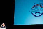 Denker des Vaderlands René ten Bos spreekt tijdens de conferentie. In Nijmegen wordt de internationale conferentie Velo City gehouden. Tijdens het meerdaags congres praten beleidsmedewerkers en de fietsindustrie over het gebruik van de fiets in het dagelijks leven. Daarnaast zijn er tal van fietsgerelateerde activiteiten.<br /> <br /> In Nijmegen the bike related congress Velo City 2017 is held. From all over the world people come to talk about the use of the bicycle as a way of transportation.