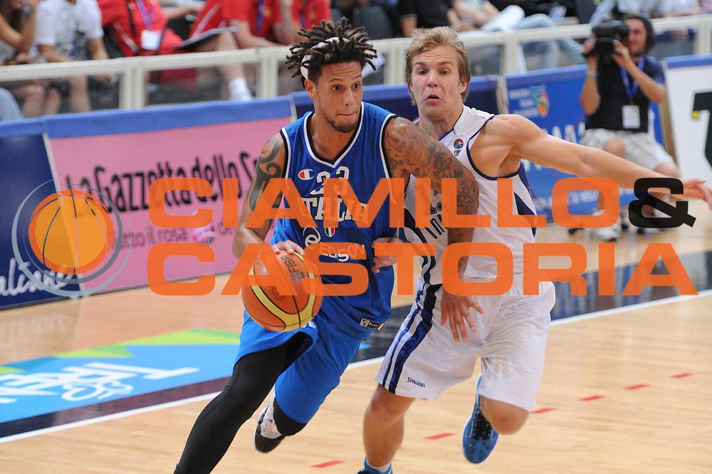 DESCRIZIONE : Trento Primo Trentino Basket Cup Finlandia Italia<br /> GIOCATORE : daniel hackett<br /> CATEGORIA : palleggio<br /> SQUADRA : Finlandia Nazionale Italia Maschile <br /> EVENTO :  Trento Primo Trentino Basket Cup<br /> GARA : Finlandia Italia<br /> DATA : 25/07/2012<br /> SPORT : Pallacanestro<br /> AUTORE : Agenzia Ciamillo-Castoria/C.De Massis<br /> Galleria : FIP Nazionali 2012<br /> Fotonotizia : Trento Primo Trentino Basket Cup Finlandia Finlandia<br /> Predefinita :