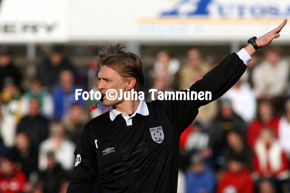 01.05.2006, Arto Tolsa Areena, Kotka, Finland..Veikkausliiga 2006 - Finnish League 2006.FC KooTeePee - Vaasan Palloseura.Erotuomari Vesa Pohjonen.©Juha Tamminen.....ARK:k