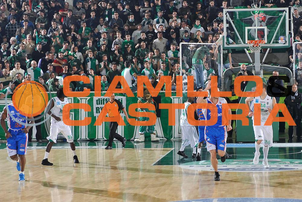 DESCRIZIONE : Avellino Lega A 2010-11 Air Avellino Enel Brindisi<br /> GIOCATORE : Kris Lang<br /> SQUADRA : Air Avellino<br /> EVENTO : Campionato Lega A 2010-2011<br /> GARA : Air Avellino Enel Brindisi<br /> DATA : 16/01/2011<br /> CATEGORIA : esultanza<br /> SPORT : Pallacanestro<br /> AUTORE : Agenzia Ciamillo-Castoria/A.De Lise<br /> Galleria : Lega Basket A 2010-2011<br /> Fotonotizia : Avellino Lega A 2010-11 Air Avellino Enel Brindisi<br /> Predefinita :