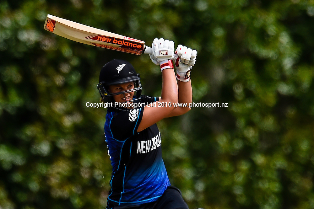 Suzie Bates of New Zealand hit out during the 1st ODI Womens Cricket match, New Zealand V Pakistan, Burt Sutcliffe Oval, Lincoln, New Zealand, 9th November 2016. © Copyright Photo: John Davidson / www.photosport.nz