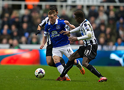 NEWCASTLE-UPON-TYNE, ENGLAND - Tuesday, March 25, 2014: Everton's James McCarthy in action against Newcastle United during the Premiership match at St. James' Park. (Pic by David Rawcliffe/Propaganda)