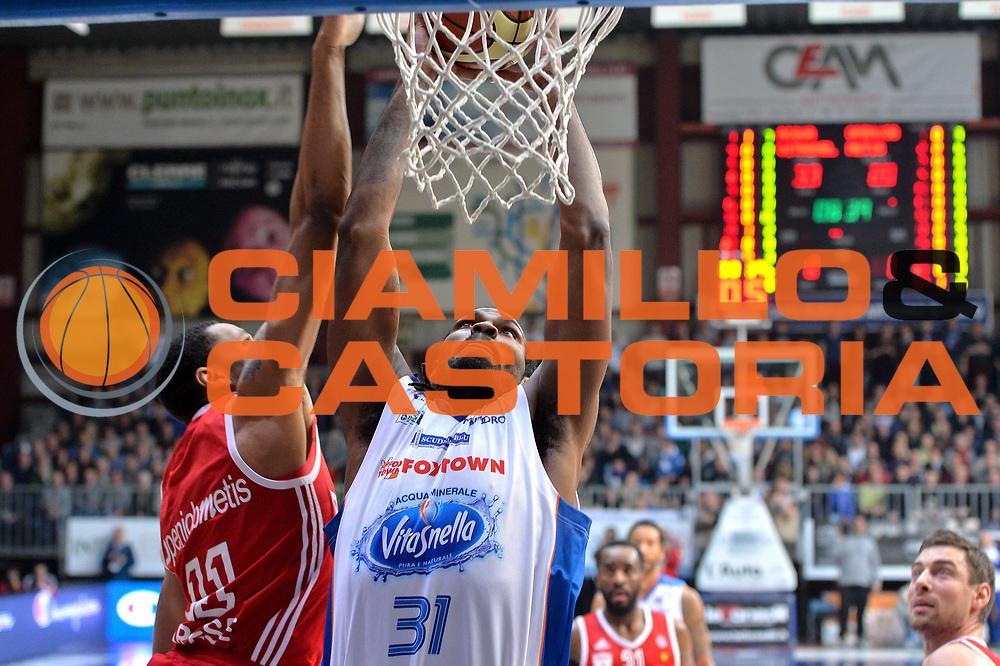 DESCRIZIONE : Cant&ugrave; Lega A 2014-15  Acqua Vitasnella Cant&ugrave; vs Openjobmetis Varese<br /> GIOCATORE : Eric Williams<br /> CATEGORIA : Tiro<br /> SQUADRA : Acqua Vitasnella Cant&ugrave;<br /> EVENTO : Campionato Lega A 2014-2015<br /> GARA : Acqua Vitasnella Cant&ugrave; vs Openjobmetis Varese<br /> DATA : 26/01/2015<br /> SPORT : Pallacanestro <br /> AUTORE : Agenzia Ciamillo-Castoria/I.Mancini<br /> Galleria : Lega Basket A 2014-2015  <br /> Fotonotizia : Cant&ugrave; Lega A 2014-2015 Pallacanestro : Acqua Vitasnella Cant&ugrave; vs Openjobmetis Varese<br /> Predefinita :