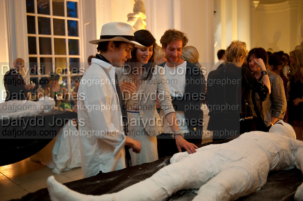 JOHNNIE BORRELL; CHARLOTTE ANGELA; HENRY JOHN, The Quintessentially and Perrier-Jou&lsquo;t Summer Party at The Orangery at Kensington Palace. London. 18 June 2009<br /> JOHNNIE BORRELL; CHARLOTTE ANGELA; HENRY JOHN, The Quintessentially and Perrier-Jou&euml;t Summer Party at The Orangery at Kensington Palace. London. 18 June 2009