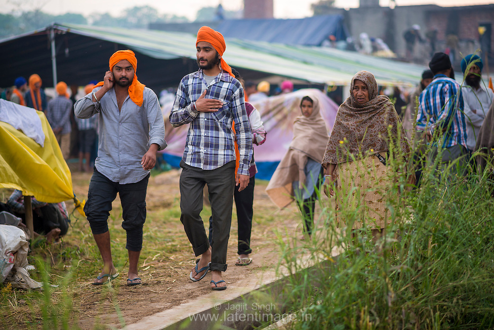 Villagers at Hola Mohalla.