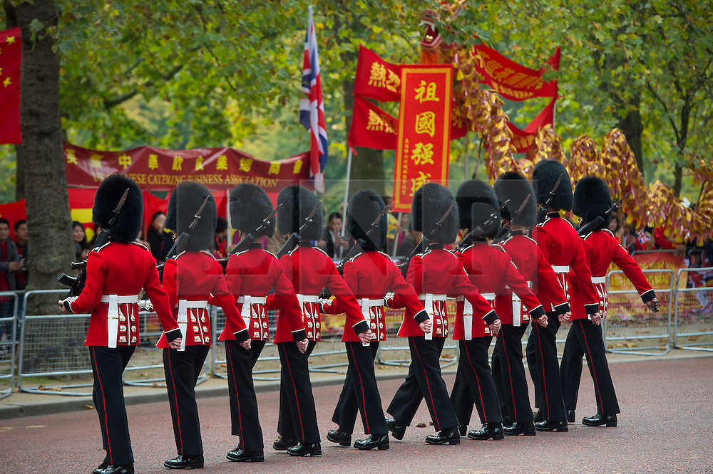 © Licensed to London News Pictures. 20/10/2015. London UK. Guardsmen walk along The Mall in London before a carriage carrying Queen Elizabeth II and President Xi Jinping makes its way along the Mall to Buckingham Palace as Chinese President Xi Jinping starts day one of a four day State Visit to the United Kingdom. Photo credit: Ben Cawthra/LNP
