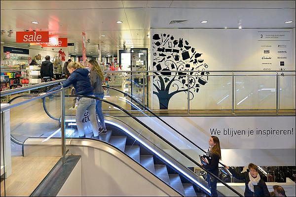 Nederland, Nijmegen, 1-2-2015Warenhuis v en d..Het concern heeft problemen met het betalen van de huur van de winkels. ook is het personeel gevraagd een loonoffer te maken, maar dat is geweigerd. De retailer kampt met grote financiele problemen vanwege de teruglopende omzet, verkoop en het veranderende consumentengedrag naar online winkelen via internet.FOTO: FLIP FRANSSEN/ HOLLANDSE HOOGTE Foto: Flip Franssen/Hollandse Hoogte
