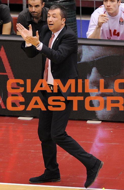 DESCRIZIONE : Milano Eurolega Euroleague 2013-14 EA7 Emporio Armani Milano Maccabi Electra Tel Aviv Gara 1<br /> GIOCATORE : Luca Banchi<br /> CATEGORIA : Allenatori Coach Direttive Fair Play<br /> SQUADRA : EA7 Emporio Armani Milano<br /> EVENTO : Eurolega Euroleague 2013-2014<br /> GARA : EA7 Emporio Armani Milano Maccabi Electra Tel Aviv Gara 1<br /> DATA : 16/04/2014<br /> SPORT : Pallacanestro <br /> AUTORE : Agenzia Ciamillo-Castoria/A.Giberti<br /> Galleria : Eurolega Euroleague 2013-2014  <br /> Fotonotizia : Milano Eurolega Euroleague 2013-14 EA7 Emporio Armani Milano Maccabi Electra Tel Aviv Gara 1 <br /> Predefinita :