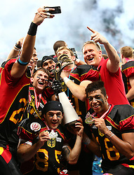 07.06.2014, Ernst Happel Stadion, Wien, AUT, American Football Europameisterschaft 2014, Finale, Oesterreich (AUT) vs Deutschland (GER), im Bild Selfie mit dem Pokal // during the American Football European Championship 2014 final game between Austria and Denmark at the Ernst Happel Stadion, Vienna, Austria on 2014/06/07. EXPA Pictures © 2014, PhotoCredit: EXPA/ Thomas Haumer