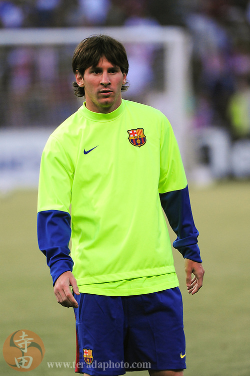 August 8, 2009; San Francisco, CA, USA; FC Barcelona forward Lionel Messi warms up before the match against Chivas de Guadalajara in the Night of Champions international friendly contest at Candlestick Park. The game ended in a 1-1 tie.