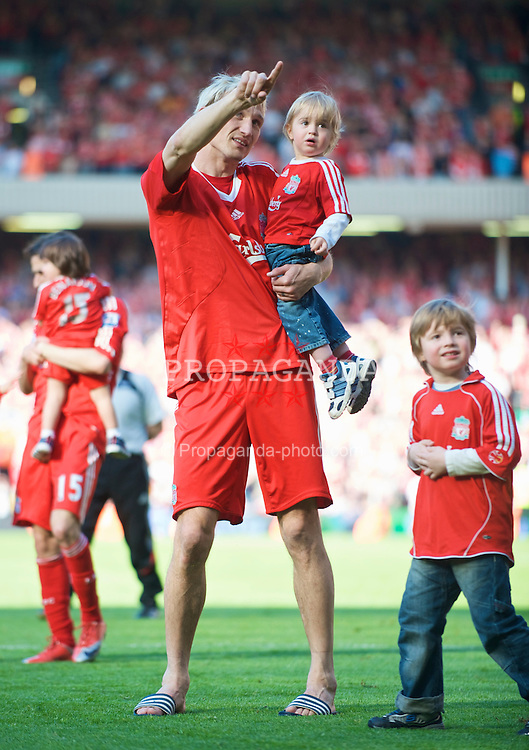 LIVERPOOL, ENGLAND - Sunday, May 24, 2009: Liverpool's Sami Hyypia carries one of his sons as he waves goodbye to the fans at Anfield following a decade of service for the Reds. (Photo by: David Rawcliffe/Propaganda)