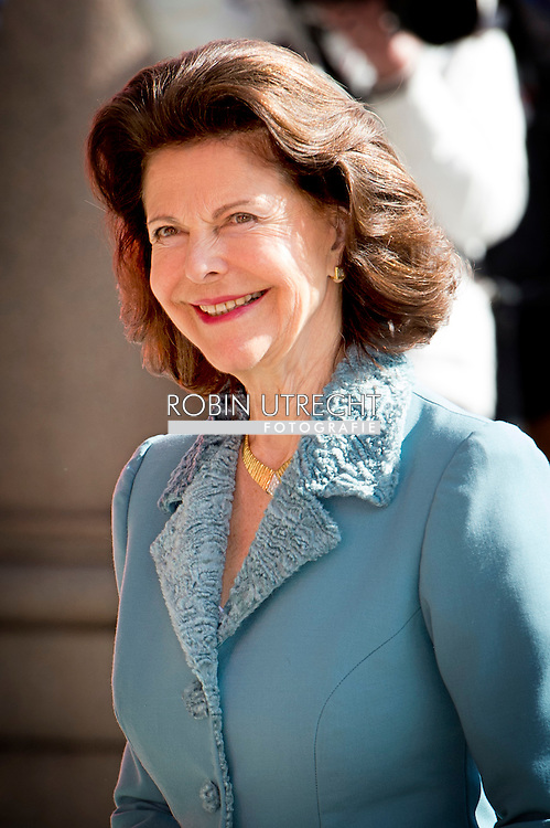 29-4-2016 STOCKHOLM -  The royal artistic academies congratulate The King – The Royal Swedish Opera, Arrival of guests King Carl Gustaf, Queen Silvia, Crown Princess Victoria, Prince Daniel . celebration of The King's 70th birthday COPYRIGHT ROBIN UTRECHT
