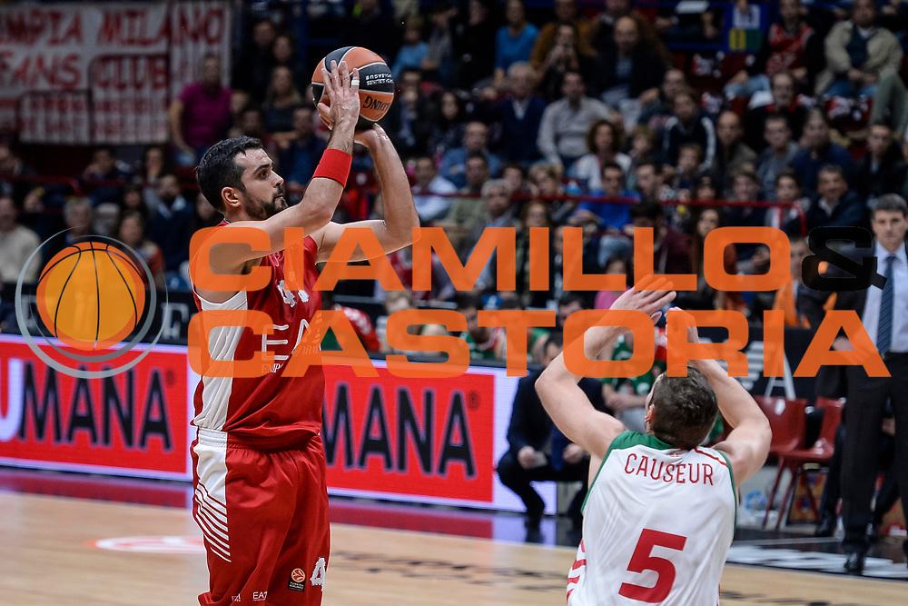 DESCRIZIONE : Milano Lega A 2014-15 Olimpia EA7 Emporio Armani Milano - Vitoria<br /> GIOCATORE : Krunoslav Simon<br /> CATEGORIA : Tiro<br /> SQUADRA : Olimpia EA7 Emporio Armani Milano<br /> EVENTO : Campionato Lega A 2015-2016<br /> GARA : Olimpia EA7 Emporio Armani Milano - Vitoria<br /> DATA : 16/10/2015<br /> SPORT : Pallacanestro<br /> AUTORE : Agenzia Ciamillo-Castoria/M.Ozbot<br /> Galleria : Lega Basket A 2015-2016 <br /> Fotonotizia: Milano Lega A 2015-16 Olimpia EA7 Emporio Armani Milano - Vitoria