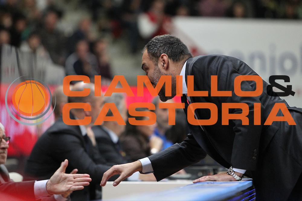 DESCRIZIONE: Varese Lega A 2015/16 <br /> Openjobmetis Varese vs Obiettivo Lavoro Bologna<br /> GIOCATORE: Paolo Moretti<br /> CATEGORIA: primo piano fair play<br /> SQUADRA: Openjobmetis Varese<br /> EVENTO: Campionato Lega A 2015-2016<br /> GARA: Openjobmetis Varese Obiettivo Lavoro Bologna<br /> DATA: 22/11/2015<br /> SPORT: Pallacanestro<br /> AUTORE: Agenzia Ciamillo-Castoria/A. Ossola<br /> Galleria: Lega Basket A 2015-2016<br /> Fotonotizia: Varese Lega A 2015-16 <br /> Openjobmetis Varese Obiettivo Lavoro Bologna