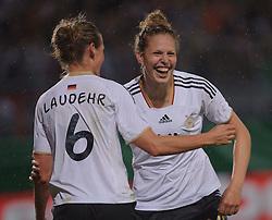 16.06.2011, Bruchwegstadion, Mainz, FIFA WOMENS WORLDCUP 2011, Deutschland (GER) vs. Norwegen (NOR), im Bild  Simone Laudehr (Deutschland #6, Duisburg) und Kim Kulig (Deutschland #14, Hamburg) waehrend eines Vorbereitungsspiels // during a friendly match on 2011/06/16, Bruchwegstadion, Mainz, Germany. + EXPA Pictures © 2011, PhotoCredit: EXPA/ nph/  Roth       ****** out of GER / SWE / CRO  / BEL ******