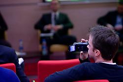 Kamerman na okrogli mizi na temo o vlogi medijev (predvsem televizije), pri popularizaciji in razvoju slovenskega nogometa v organizaciji SportForum Slovenija, Austria Trend Hotel, Ljubljana, 23. april 2009. (Photo by Vid Ponikvar / Sportida)