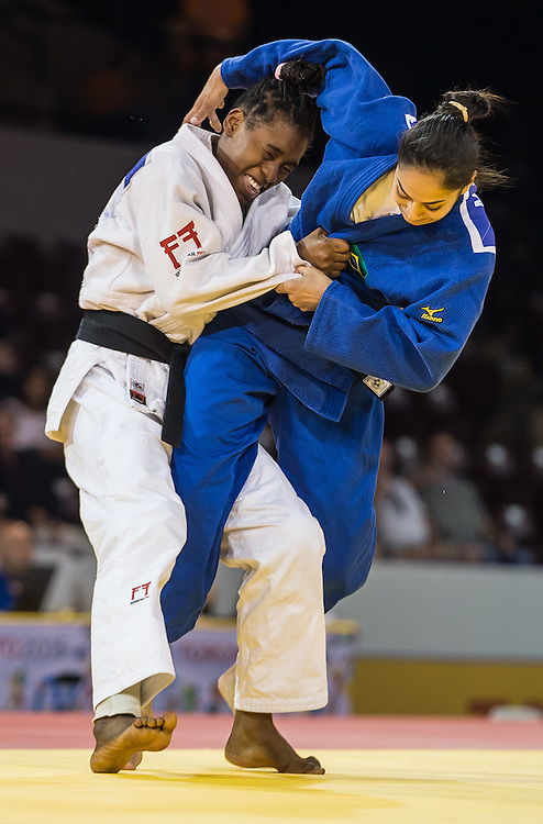 Diana Velasco (L) of Colombia struggles with Mariana Silva of Brazil during the bronze medal contest in the women's judo -63kg class at the 2015 Pan American Games in Toronto, Canada, July 13,  2015.  AFP PHOTO/GEOFF ROBINS