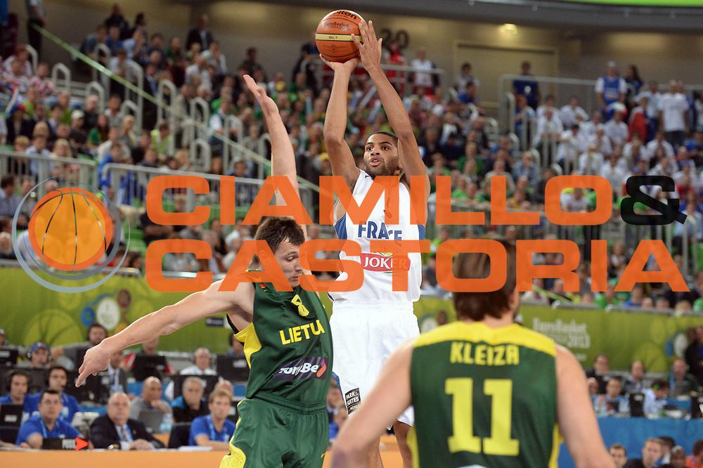 DESCRIZIONE : Lubiana Ljubliana Slovenia Eurobasket Men 2013 Finale Final Francia France Lituania Lithuania<br /> GIOCATORE : Nicolas Batum<br /> CATEGORIA : Tiro<br /> SQUADRA : Francia France<br /> EVENTO : Eurobasket Men 2013<br /> GARA : Francia France Lituania Lithuania<br /> DATA : 22/09/2013 <br /> SPORT : Pallacanestro <br /> AUTORE : Agenzia Ciamillo-Castoria/Max.Ceretti<br /> Galleria : Eurobasket Men 2013<br /> Fotonotizia : Lubiana Ljubliana Slovenia Eurobasket Men 2013 Finale Final Francia France Lituania Lithuania<br /> Predefinita :