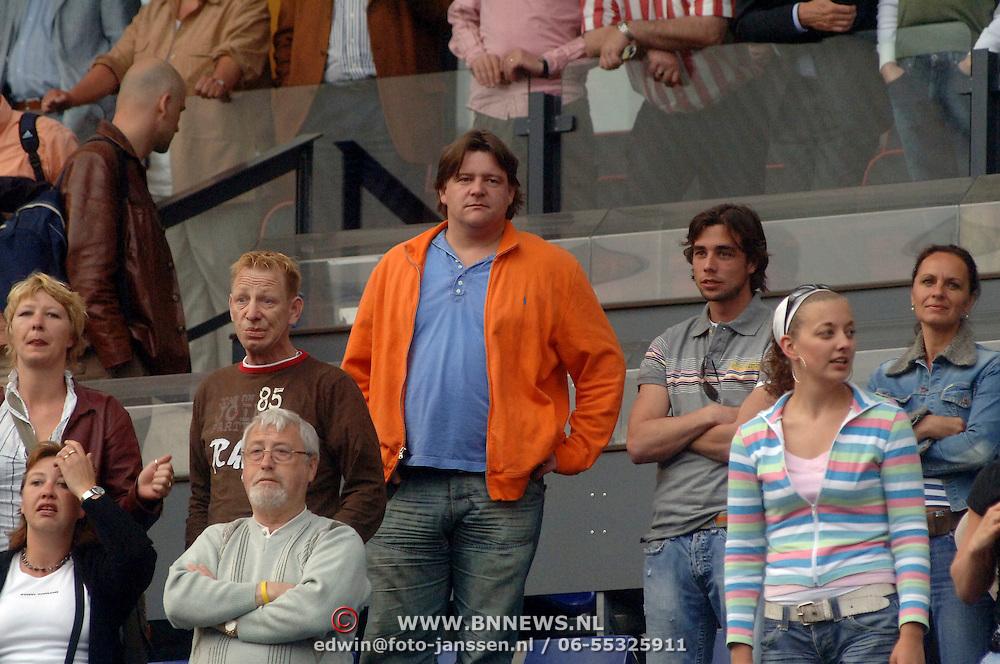 NLD/Rotterdam/20060507 - Finale competitie 2005/2006 Gatorade cup Ajax - PSV, uitreiking cup aan winnende ploeg Ajax, Dennis van der Geest