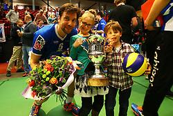 20160424 NED: Play off finale Abiant Lycurgus - Seesing Personeel Orion, Groningen<br />Dennis van der Veen (6) of Abiant Lycurgus met zijn kinderen