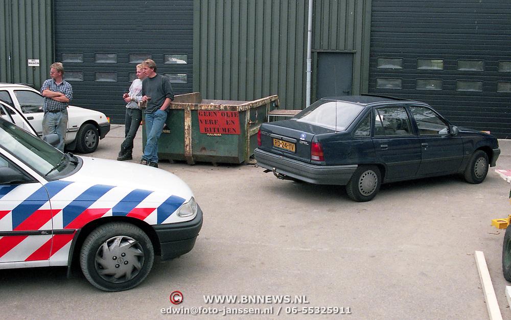 NLD/Baarn/19950922 - Overvalauto gevonden Baarn na overval PTT Bunschoten