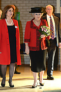 Hare Majesteit de Koningin woont dinsdagmiddag 12 maart in Bergen (NH) de viering bij van het 50-jarig bestaan van de Europese School Bergen.<br />  <br /> De Europese School is opgericht door de Europese Unie en biedt meertalig onderwijs aan kinderen van werknemers van Europese instellingen en internationale bedrijven. <br /> <br /> Her Majesty the Queen visits on Tuesday 12 March in Bergen (NH) the celebration of the 50th anniversary of the European School Bergen.<br />  <br /> The European School was founded by the European Union and provides multilingual education to children of employees of EU institutions and international companies.<br /> <br /> Op de foto / On the Photo:  Koningin Beatrix krijgt een rondleiding over de school // Queen Beatrix get a tour of the school