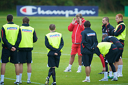 CARDIFF, WALES - Tuesday, October 7, 2008: Wales' manager John Toshack gives a team talk before a training session at the Vale of Glamorgan Hotel ahead of the 2010 FIFA World Cup South Africa Qualifying Group 4 match against Liechtenstein. (Photo by David Rawcliffe/Propaganda)