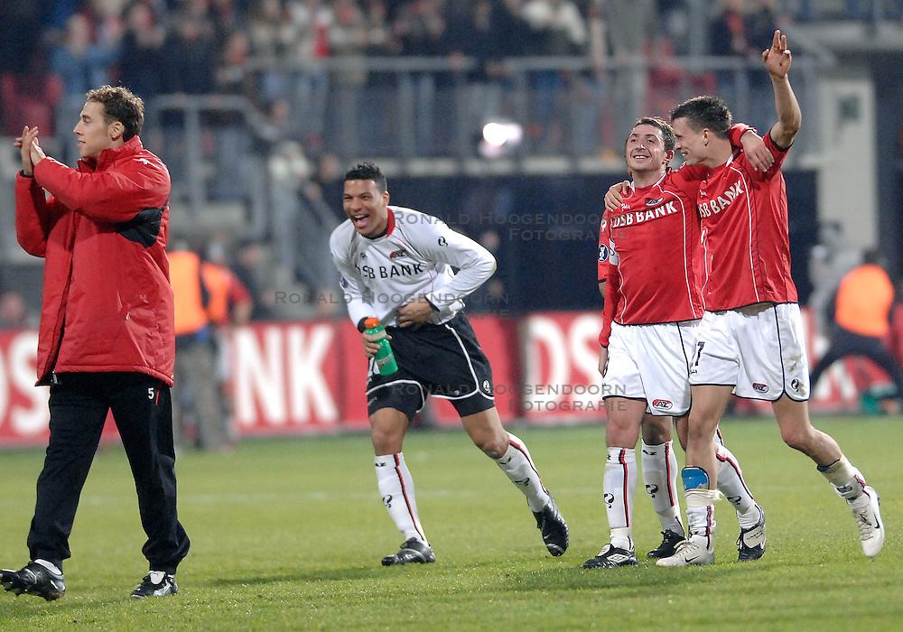 15-03-2007 VOETBAL: AZ - NEWCASTLE UNITED: ALKMAAR <br /> AZ wint met 2-0 en plaatst zich voor de kwartfinale van de UEFA cup / Shota Arveladze, Julian Jenner en Boy Waterman<br /> &copy;2007-WWW.FOTOHOOGENDOORN.NL
