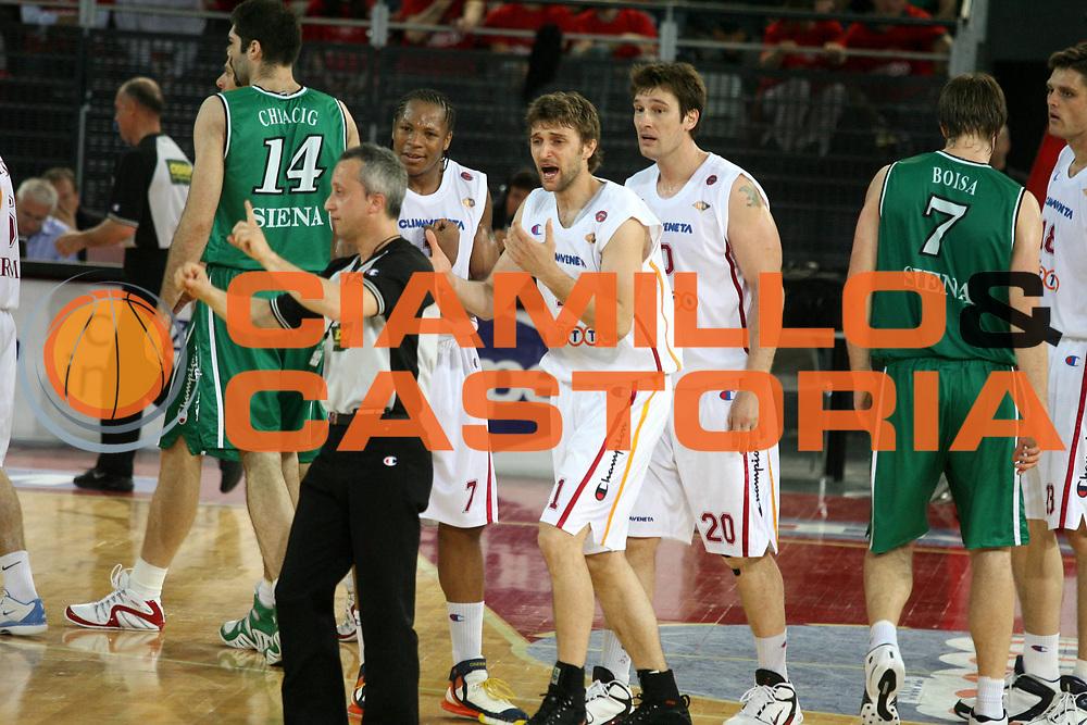 DESCRIZIONE : Associazione Italiana Arbitri Pallacanestro Lega A1 2005-06 Play Off Quarti Finale Gara 2 <br /> GIOCATORE : Arbitro Hawkins Pesic Tuesk <br /> SQUADRA : Lottomatica Virtus Roma <br /> EVENTO : Campionato Lega A1 2005-2006 Play Off Quarti Finale Gara 2 <br /> GARA : Lottomatica Virtus Roma Montepaschi Siena <br /> DATA : 20/05/2006 <br /> CATEGORIA : Delusione <br /> SPORT : Pallacanestro <br /> AUTORE : Agenzia Ciamillo-Castoria/G.Ciamillo <br /> Galleria : Aiap 2005-2006 <br /> Fotonotizia : Associazione Italiana Arbitri Pallacanestro Campionato Italiano Lega A1 2005-2006 Play Off Quarti Finale Gara 2 <br /> Predefinita :